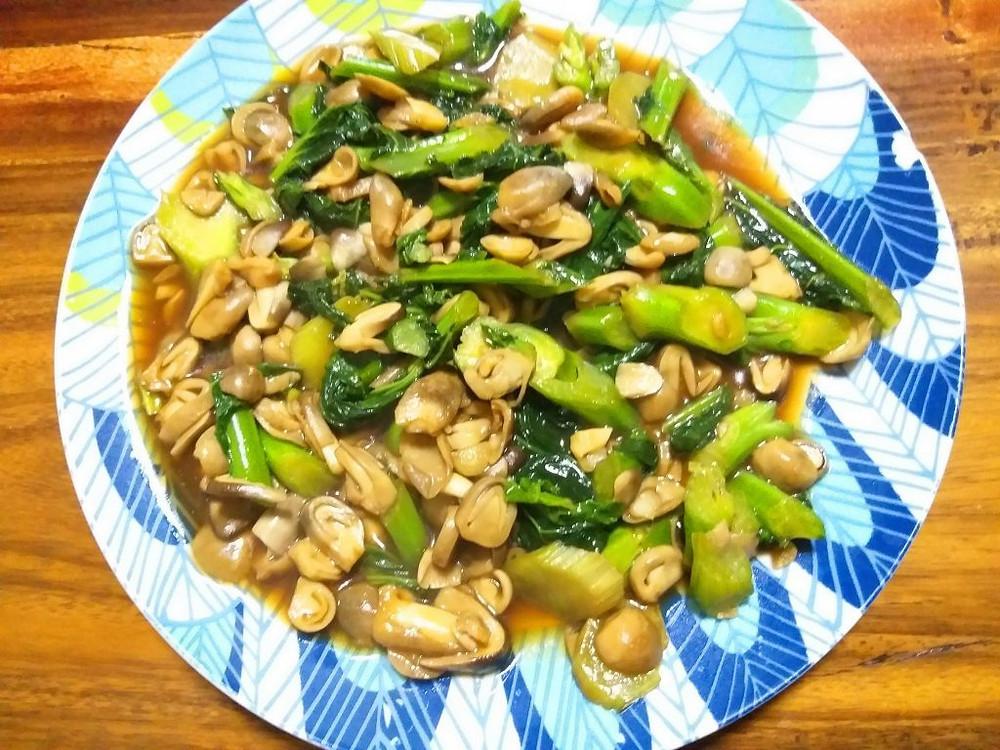 Sauté de kailan et champignons à la sauce d'huître
