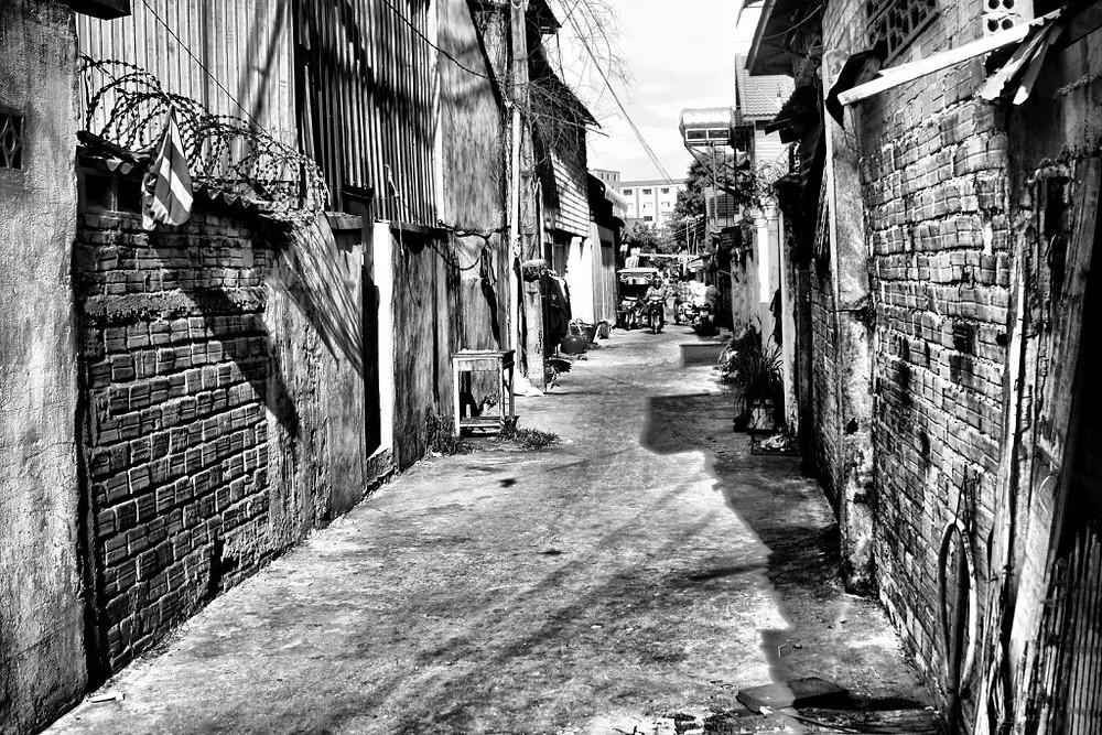 Ruelle dans Phnom Penh -noir et blanc