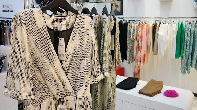 Assortiments de vêtements à la boutique Le Marais Paris Fashion