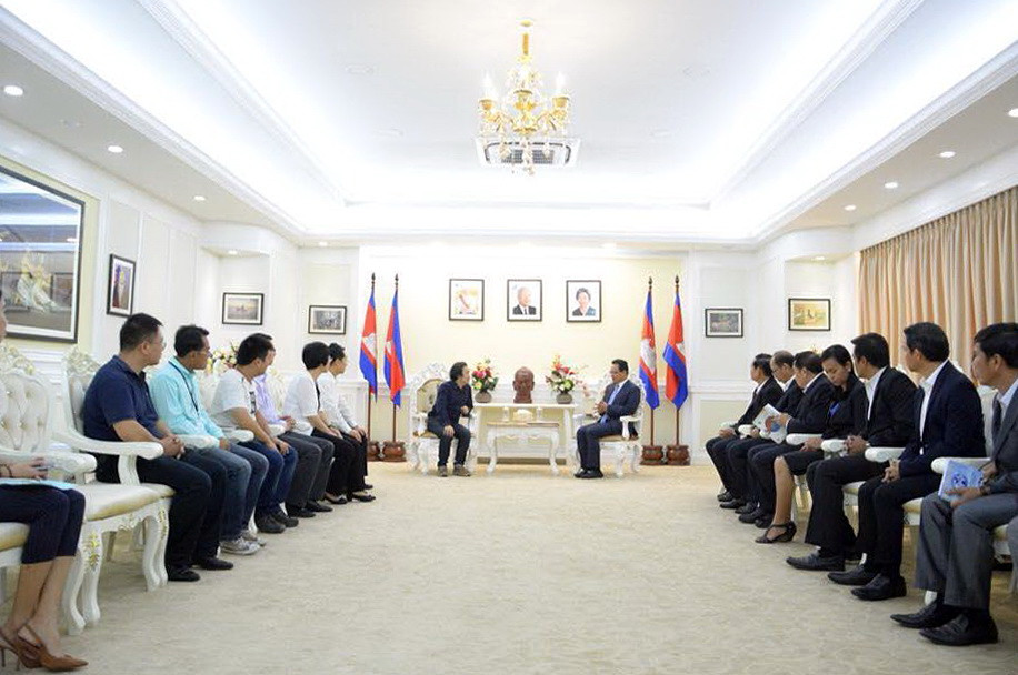 La subvention a été validée lors de la réunion entre Eang Sophallet, sous-secrétaire d'Etat du ministère de l'Environnement et cinq experts chinois ce lundi au ministère de l'Environnement