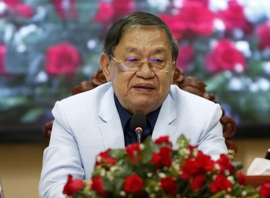 le ministre de l'Information, S.E. Khieu Kanharith