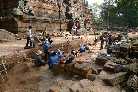 Donner un visage à la ville d'Angkor Thom avec ModAThom