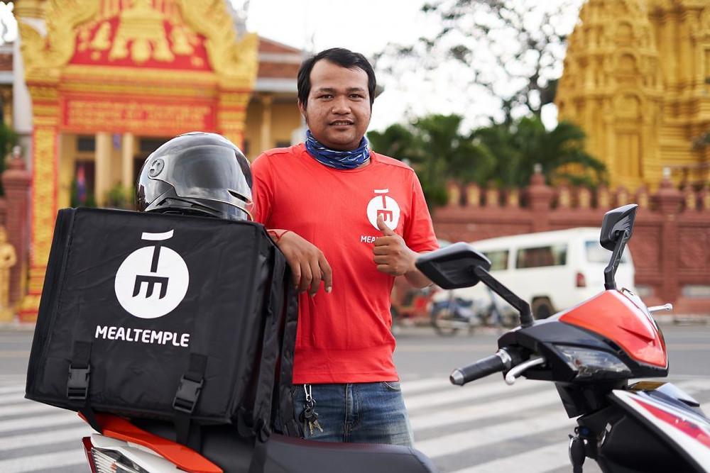 Un livreur du groupe Mealtemple à Phnom Penh