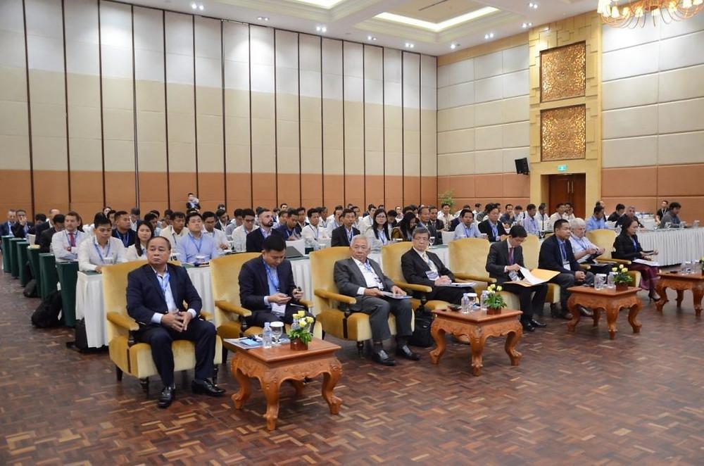 conférence sur les secteurs du pétrole et du gaz organisée à l'hôtel Sokha