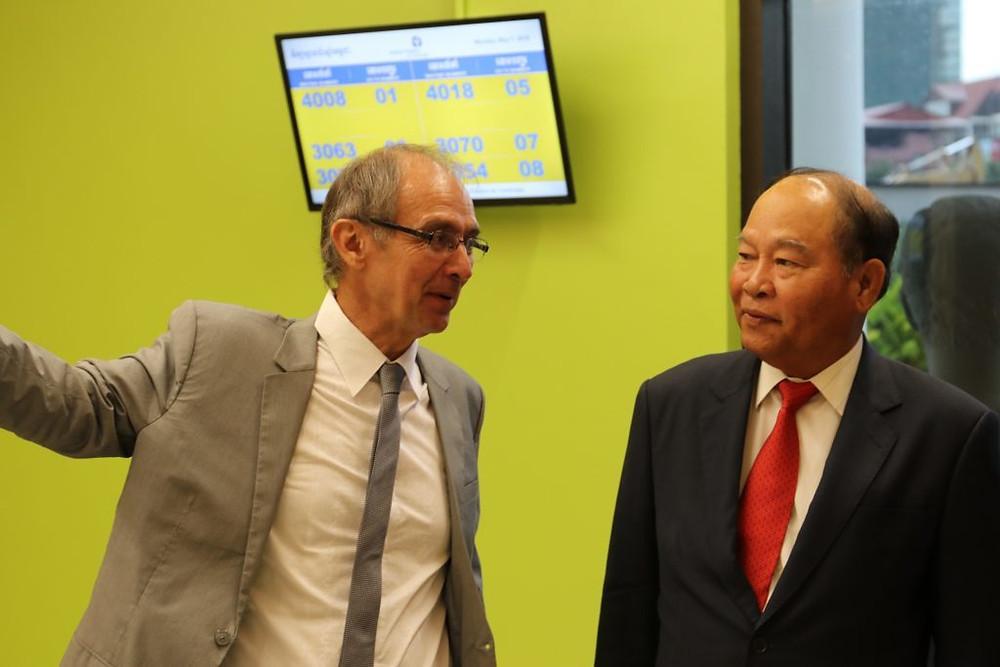 Didier Fontenille, Directeur de l'Institut Pasteur du Cambodge, Son Excellence Dr. MAM Bunheng, Ministre de la Santé