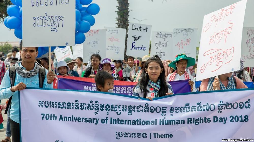 Des groupes de la société civile, des syndicalistes et des défenseurs des droits de l'homme ont participé à la célébration du 70e anniversaire de la Déclaration universelle des droits de l'homme à Phnom Penh, au Cambodge, le 10 décembre 2018. Photographie par Aun Chhengpor