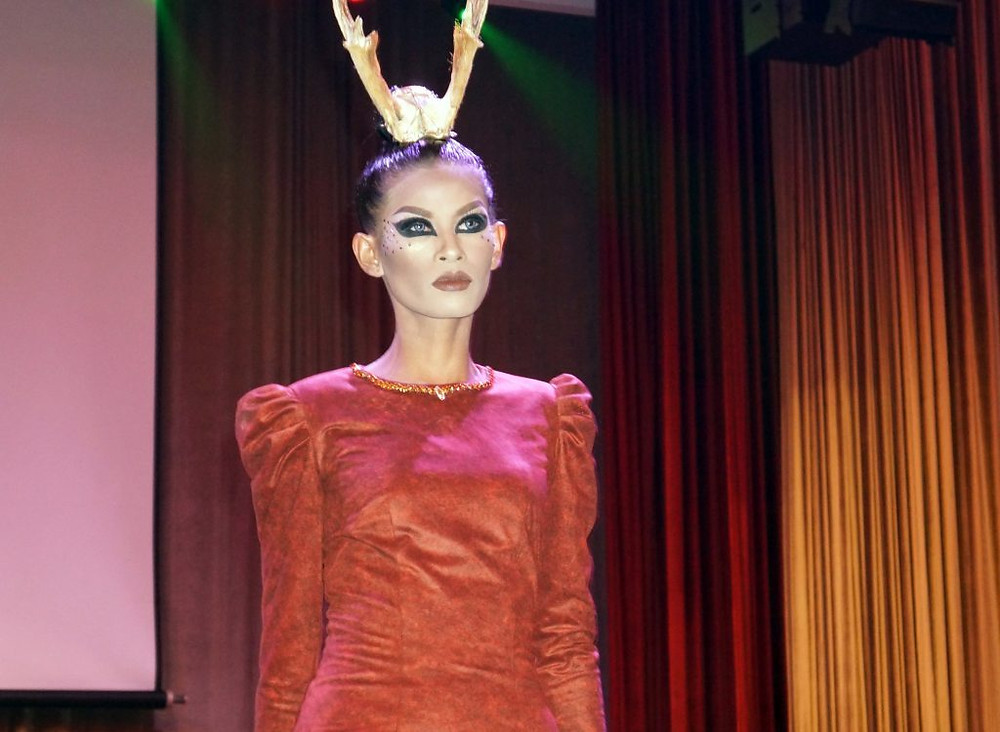 Extrait du Queen Victoria Fashion Show par Oliva Kong