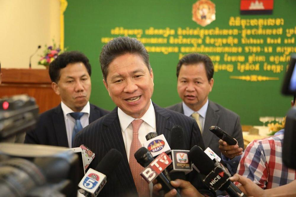 Le ministre des Travaux publics et des Transports, Sun Chanthol,