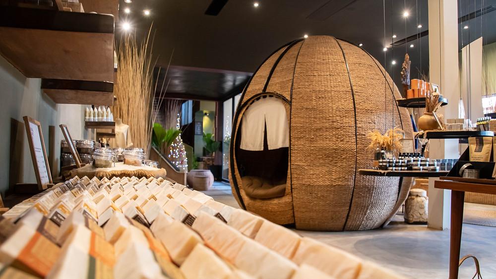 Les spas sont dotés d'une boutique prolongeant l'atmosphère de plénitude