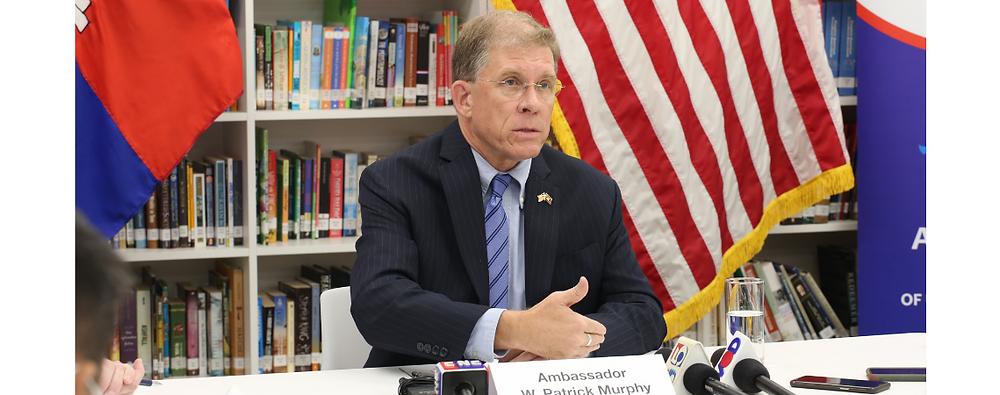 W. Patrick Murphy, l'ambassadeur des États-Unis au Cambodge