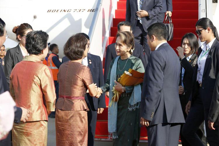 Arrivée de Daw Aung San Suu Kyi au Cambodge