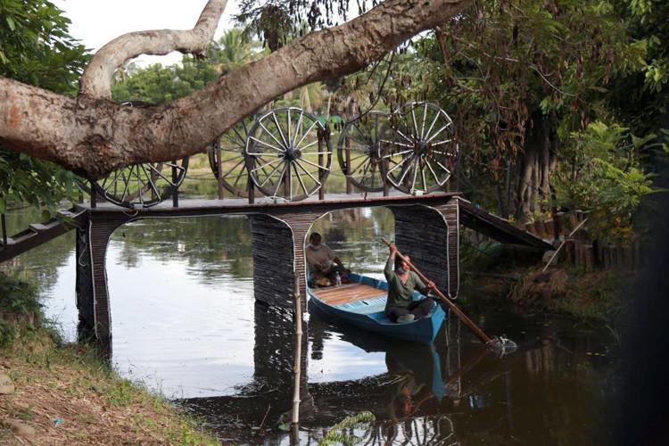 Promenade en bateau dans Bakong, My Village