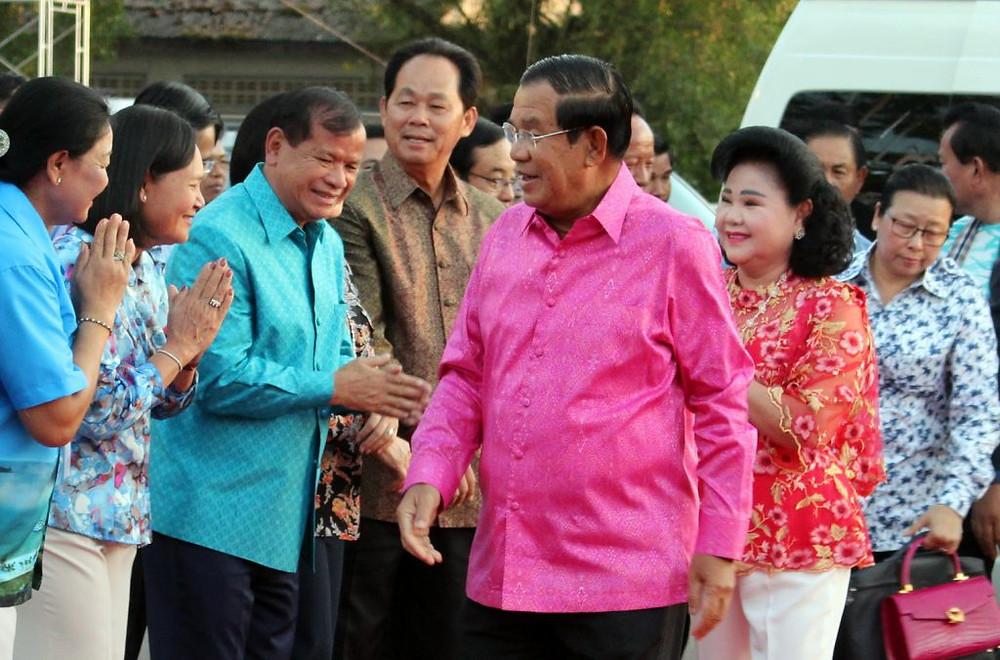 Arrivée du Premier ministre Hun Sen et de son épouse pour l'inauguration officielle