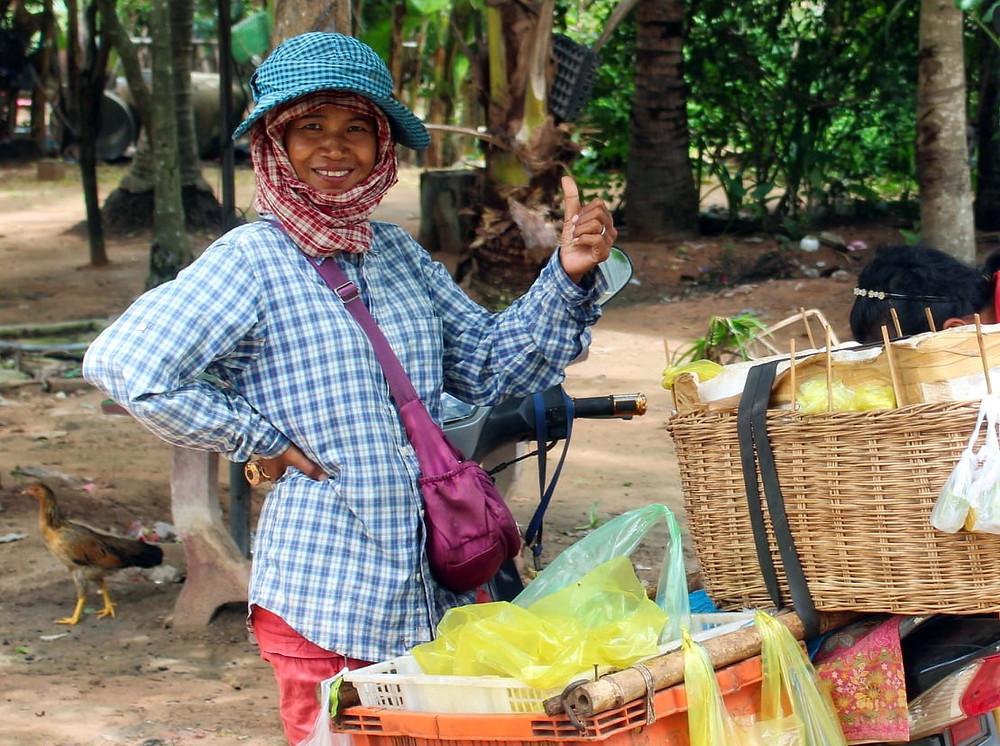 Vendeuse ambulante à Siem Reap. Photogragphie Christophe Gargiulo