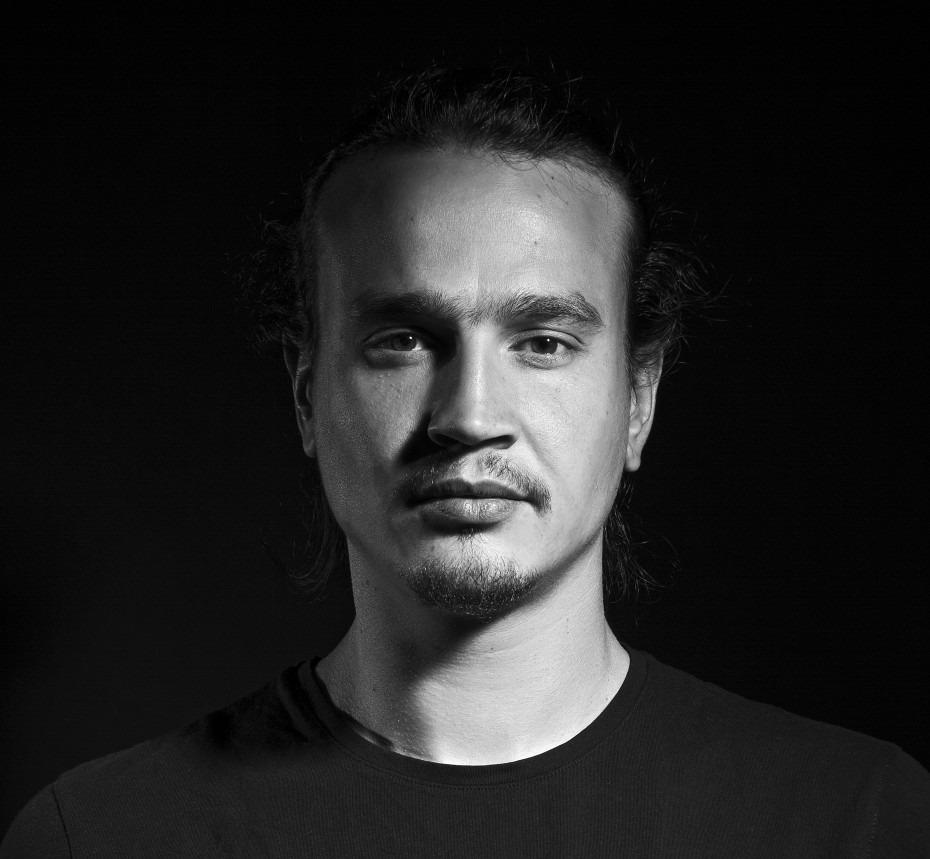 Ezra (Vincent Chtaïbi)