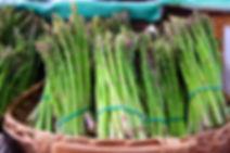 élastique vert sur asperges