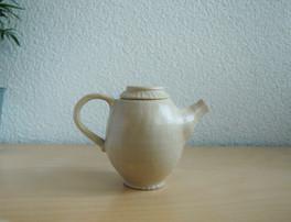 tea pot (white clay)