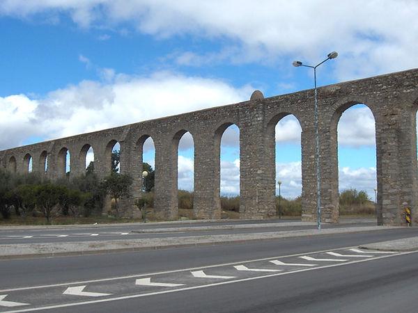 Evora.aqueduct.jpg