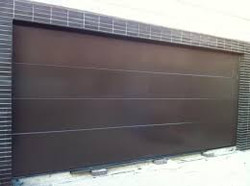 Puerta seccional  marrón tabaco