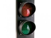 Semáforo grande dos colores rojo/verde.