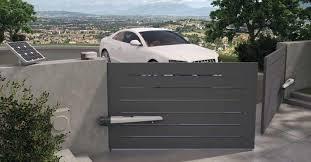 Puerta batiente de una hoja, tablillas horizontales