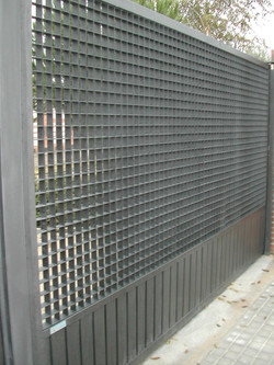 Puerta corredera + peatonal  con tra