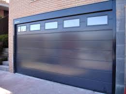 puerta seccional con tragaluces