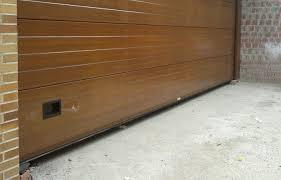 Puerta seccional todo madera