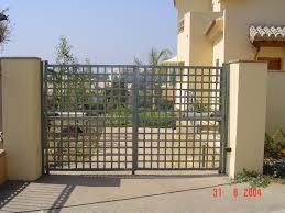Puerta batiente de dos hojas diseño