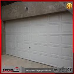 puerta seccional de cuarterones