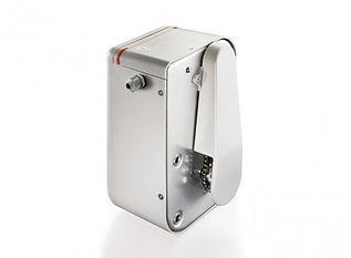 automatización de puerta basculante con accionamiento IZAR. Transmisión cadena 24Vdc