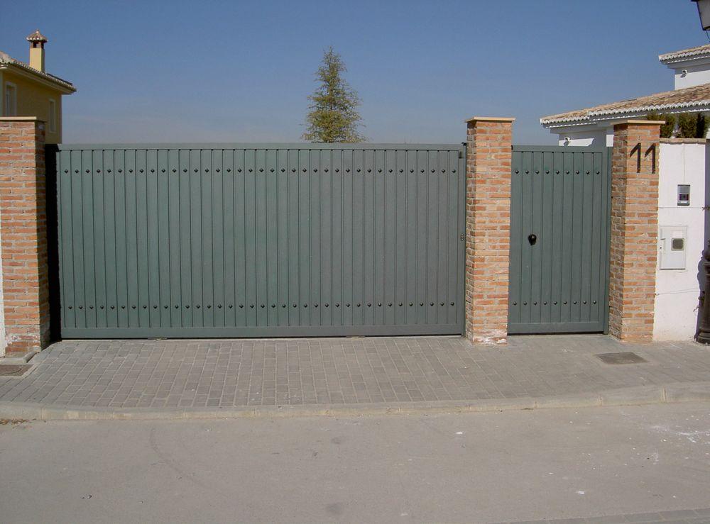 Perfil puerta vertical y chinchetas