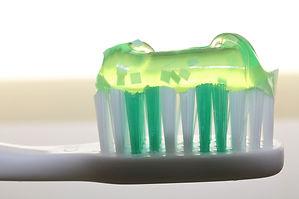 toothbrush-2789792_1280.jpg