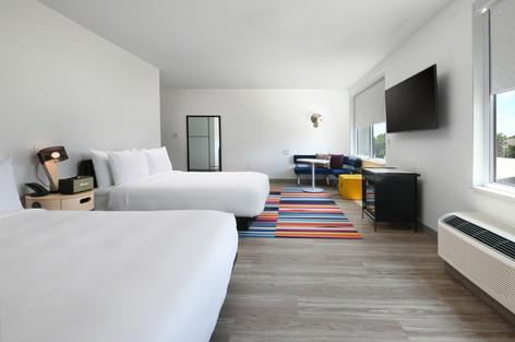 ausar-queen-guestroom-9231-hor-clsc.jpg