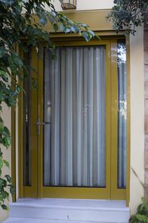 Πόρτα εισόδου με ηλεκτρικό ρολό ασφαλείας