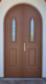 Τοξωτή ανοιγόμενη πόρτα