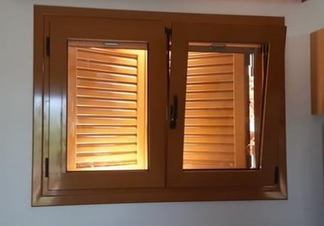 Ανοιγόμενο παράθυρο με ανάκλιση