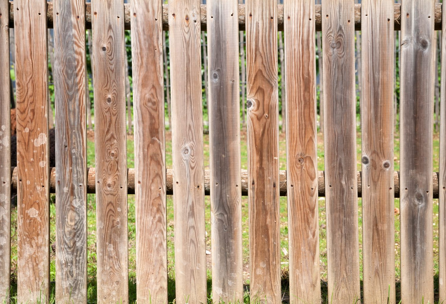 Old-crooked-wooden-fence-background-patt