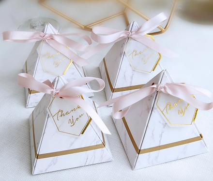 Lot de 50 boites a dragees pyramide chic - mariage
