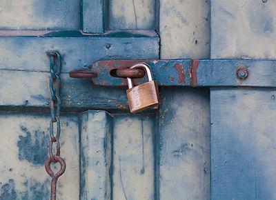 chain-door-lock-164425.jpg
