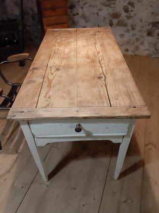 Table de ferme blanche