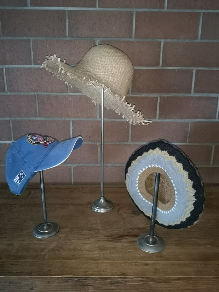 Supports à chapeaux