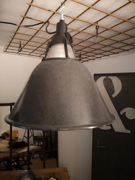 Suspension industrielle émaillée grise