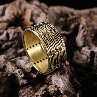 Wood Grain Ring with Black Diamond Rows