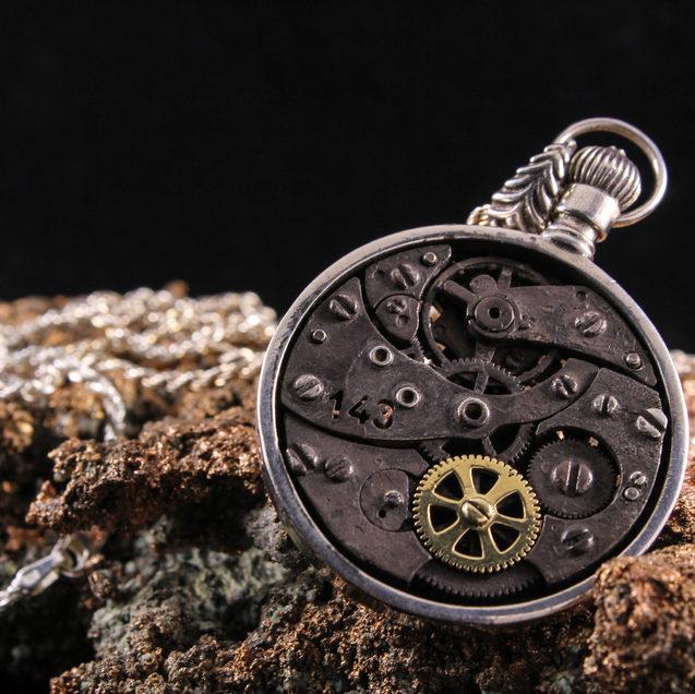 Pocket Watch Pendnat (back)
