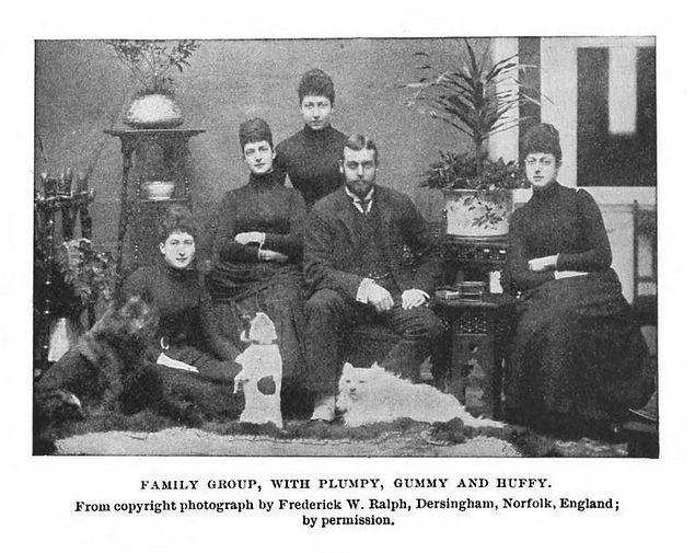 1892 траур по принцу Альберту Виктору «Эдди» (1864-1892): принцесса Мауд Уэльская (позже королева Норвегии), ... и ... Принцесса Уэльская (позже императрица Александра)