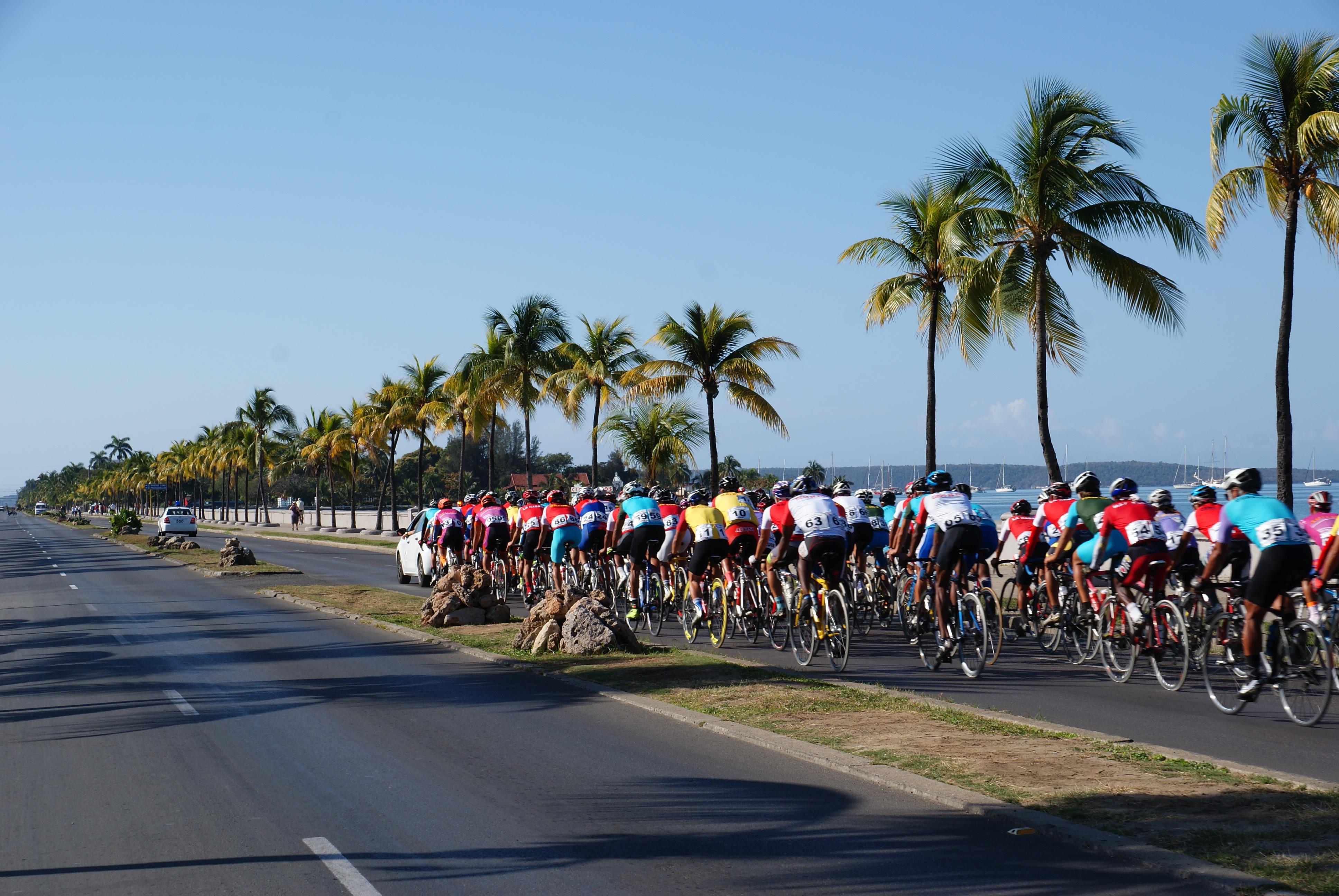 CUBA_Cienfuegos,Tourisme Vélo Photo