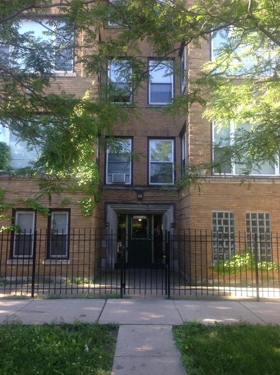 The Apartment Building at 3527 W Fulton, Chicago, IL. 60624