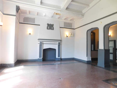 5412 W Ferdinand Property lobby