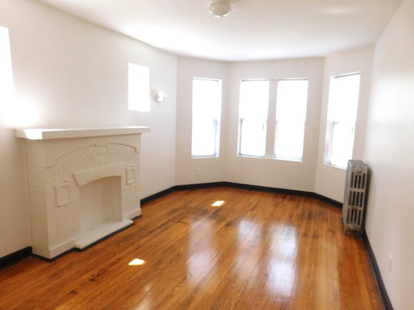 Master BR of this 2br apartment at 335 N Pine, Chicago